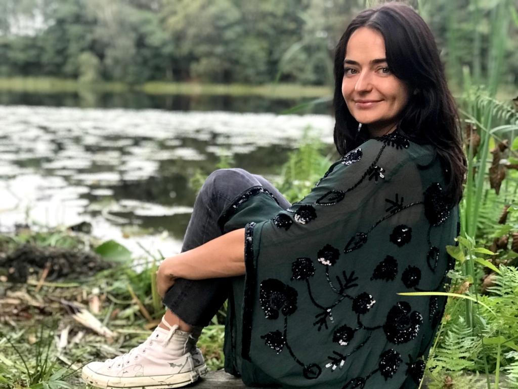 Marta Urbaniak nad jeziorem